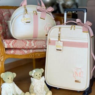 Kit Maternidade Mala de Rodinhas + Bolsa Média Glam Bege Perolado com Fita Rosé