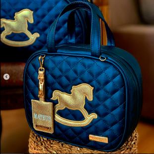 Frasqueira de Maternidade Térmica Betina Azul Marinho com Bordado Dourado